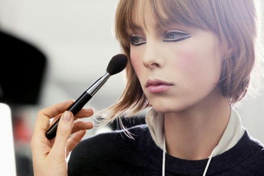 Défilé Chanel Paris-Edimbourg 2012-2013: l'application du blush