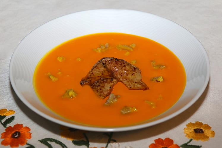 Velouté de Delica Moretti, foie gras poêlé et éclats de châtaignes
