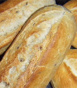 comme le vin et la bière, le pain subit une fermentation alcoolique.