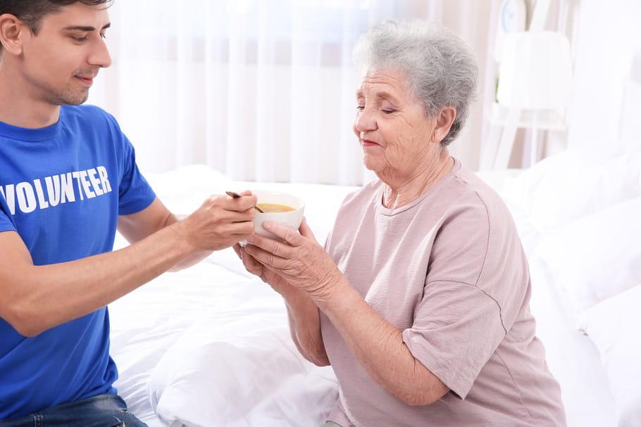 Alimentation de la personne âgée: besoins nutritionnels, hydratation