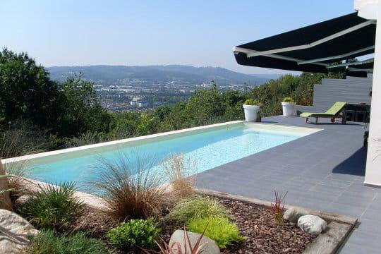 piscines familiales de moins de 25 000 troph e or. Black Bedroom Furniture Sets. Home Design Ideas