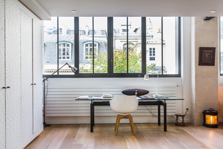 Un bureau berc de lumi re for Prix installation verriere