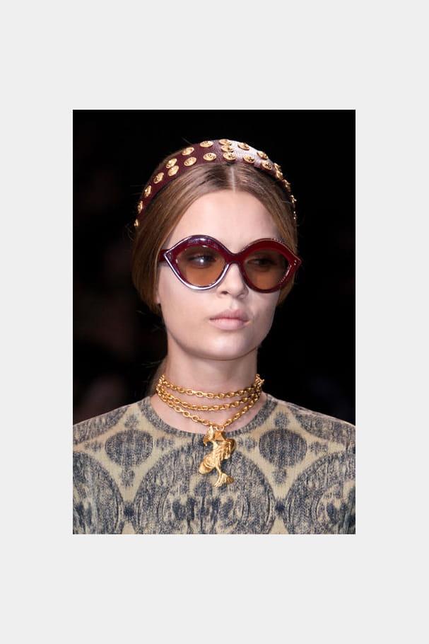 Les lunettes bordeaux de Valentino