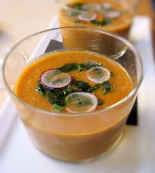 gaspacho servi en amuse-bouche.