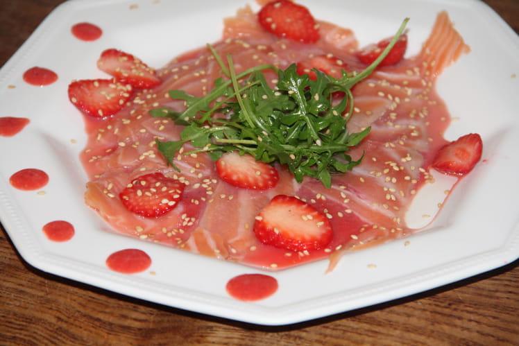 Carpaccio de saumon fumé, ketchup de fraises