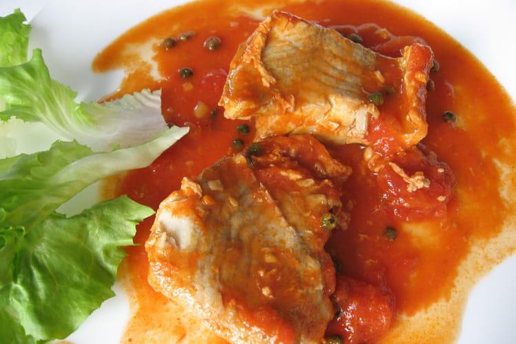 Filets de lieu noir sauce tomate et poivre vert