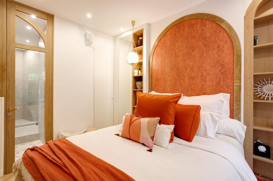 Une chambre d'adulte orange