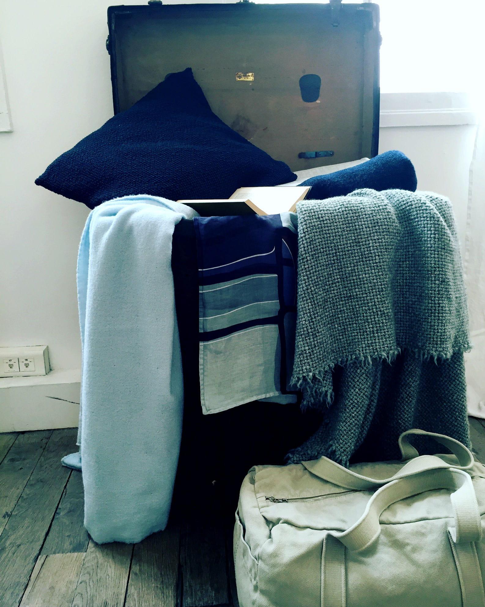 plaid en laine de society limonta. Black Bedroom Furniture Sets. Home Design Ideas