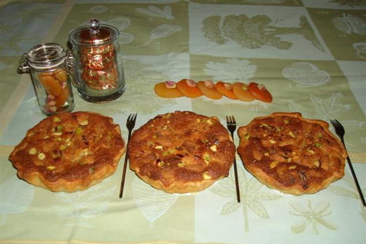 Tarte aux poires, fruits secs et macarons d'Amiens