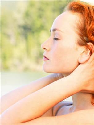 par la méditation ou la boxe, chacun sa méthode pour se détendre efficacement.