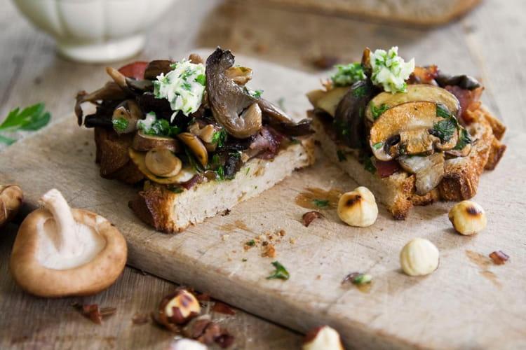Tartine forestière aux champignons et bacon