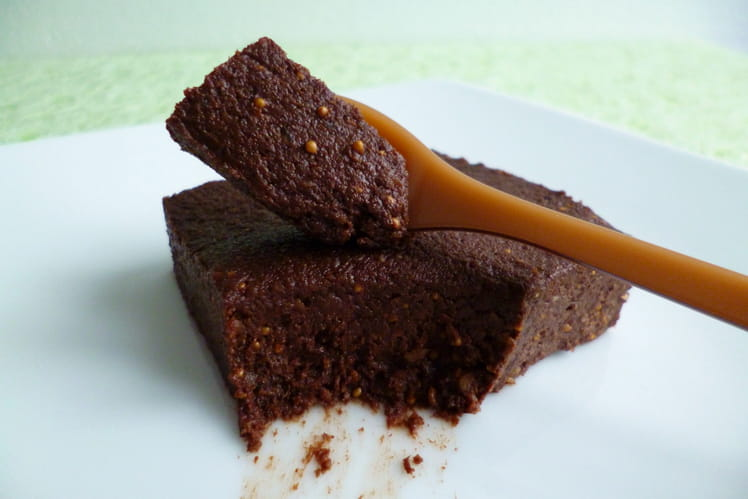 Brownie vegan cru au cacao, figue et noisette