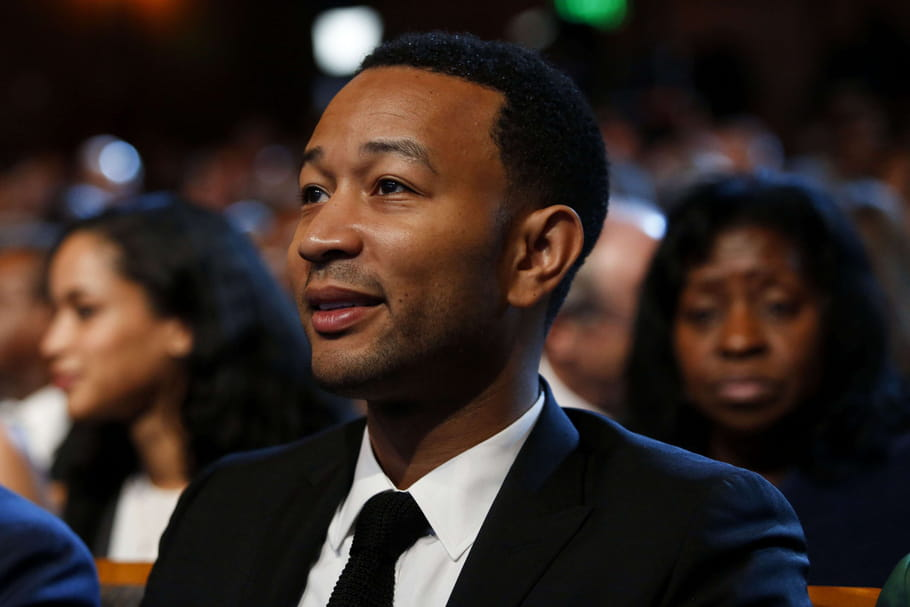 "John Legend dévoile ""Love Me Now"" en direct sur Facebook [VIDEO]"