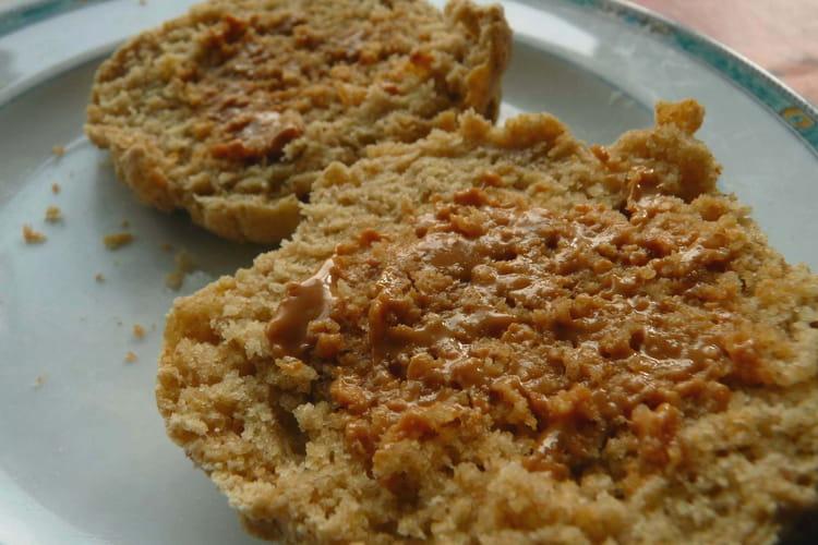 Tartines rondes briochées au beurre de cacahuète