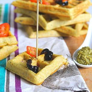 gaufres salées pesto, tomates et olives noires