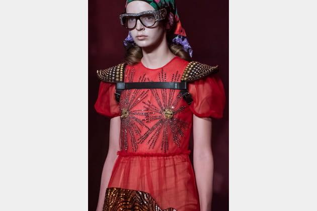 Le harnais épaulettes du défilé Gucci