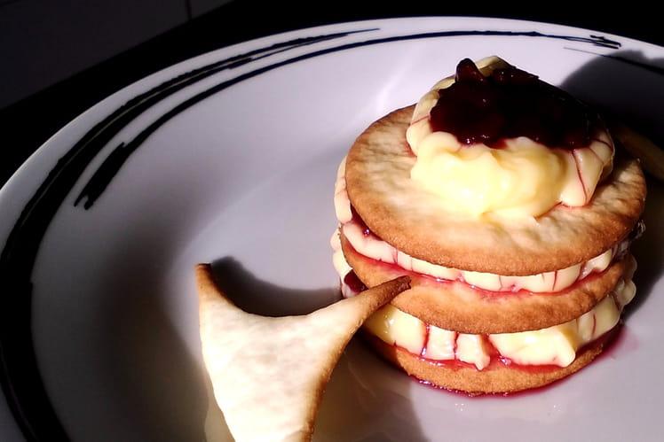 Mille-feuille de Noël, biscuit croquant et crème à la cerise
