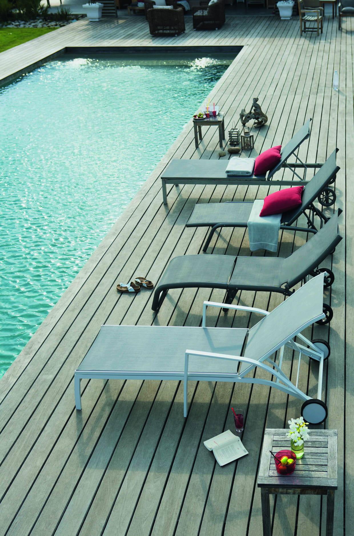 bains de soleil chez jardiland. Black Bedroom Furniture Sets. Home Design Ideas