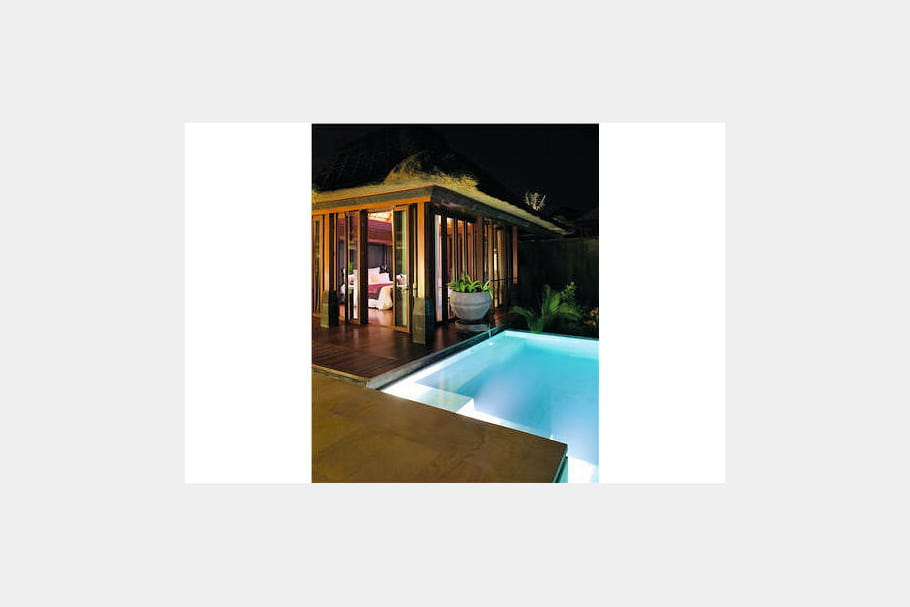 Une villa, une piscine
