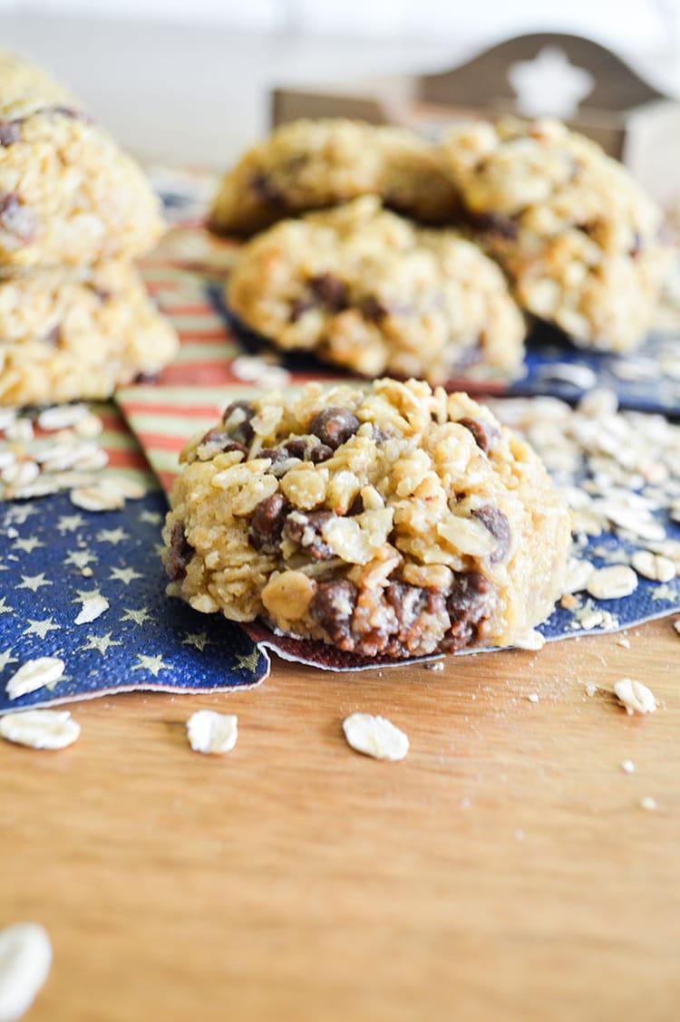 recette de biscuits aux flocons d 39 avoine et chocolat la recette facile. Black Bedroom Furniture Sets. Home Design Ideas
