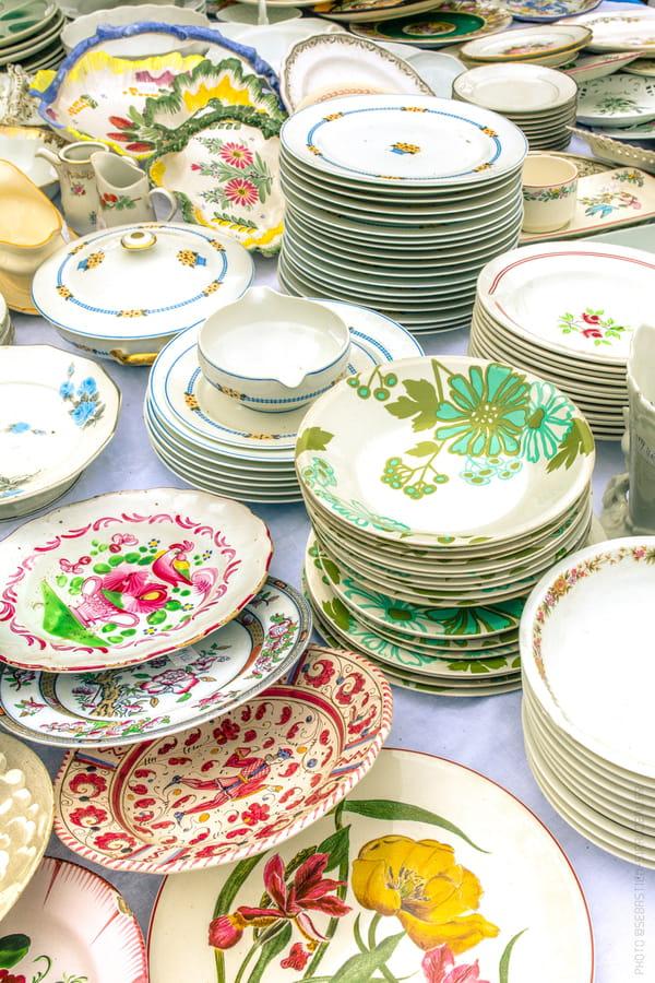 stand-vaisselle-motifs-floraux-colores-romantiques-foire-du-chatou