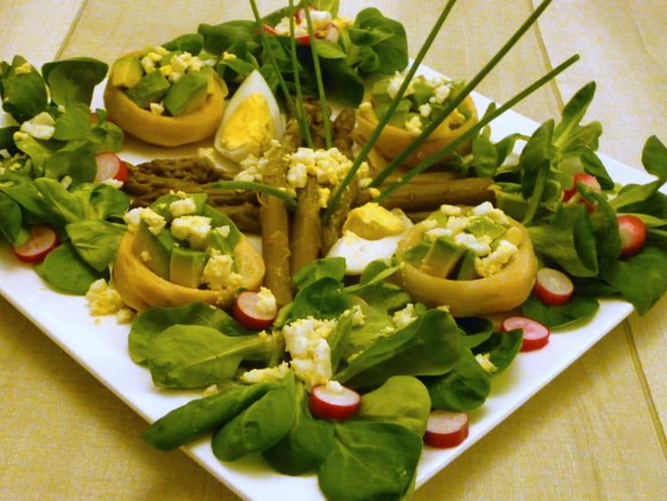 recette de salade verte aux fonds d 39 artichaut avocat et asperges la recette facile. Black Bedroom Furniture Sets. Home Design Ideas