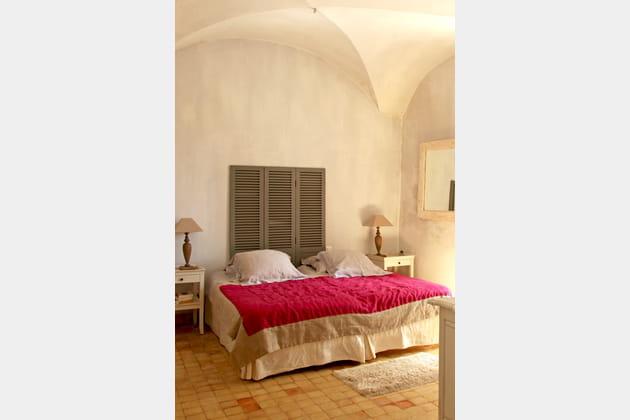 des persiennes pour t te de lit. Black Bedroom Furniture Sets. Home Design Ideas