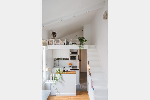 Une mini cuisine blanche
