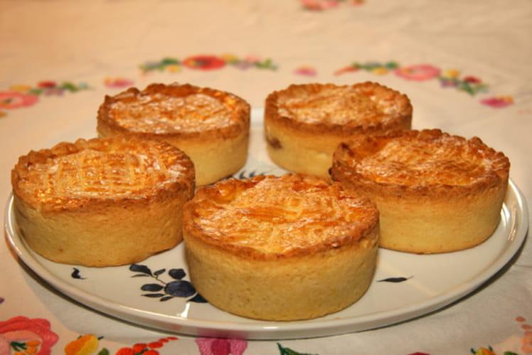 Petits gâteaux basques à la confiture de cerises noires