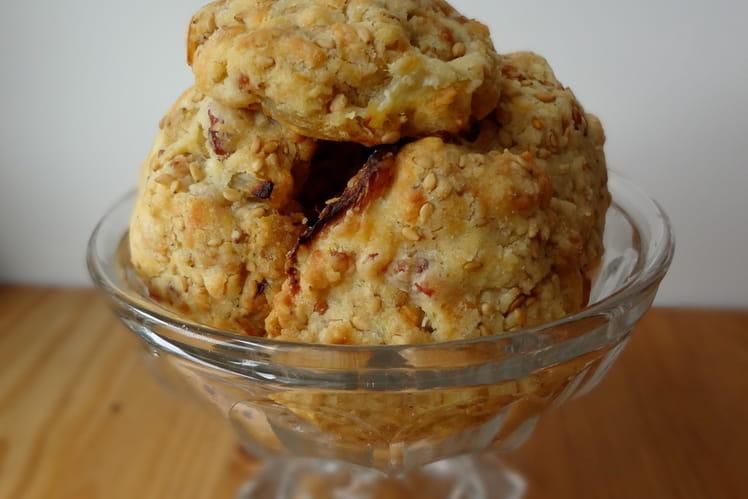 Cookies à l'oignon, au sésame et lard fumé