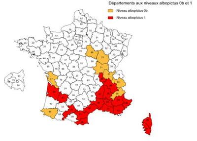 le chikungunya est implanté dans 18 départements (en rouge sur la carte). il a