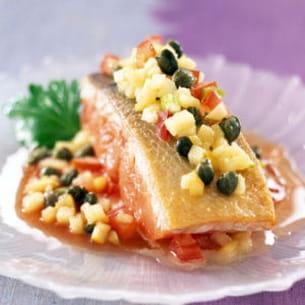 pavé de saumon à l'unilatérale, concassée de tomates et pommes