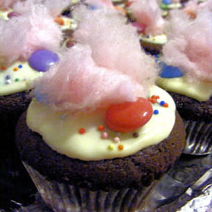 cupcakes au chocolat, smarties et barbe à papa