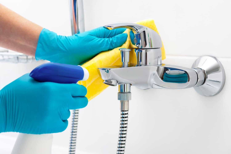 Faire le ménage dans la salle de bains en 30minutes (ou moins)