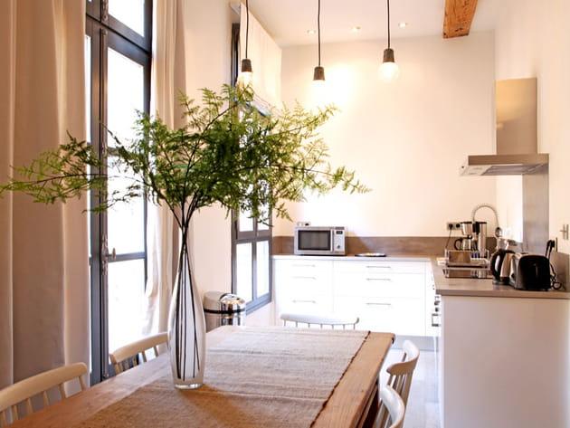 Une cuisine ouverte dans un recoin