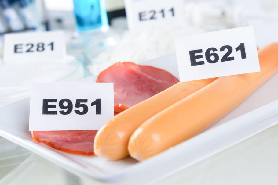 Additif alimentaire: définition, liste des plus communs, risques