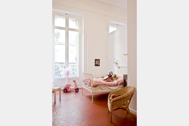 avec lit en fer forg. Black Bedroom Furniture Sets. Home Design Ideas