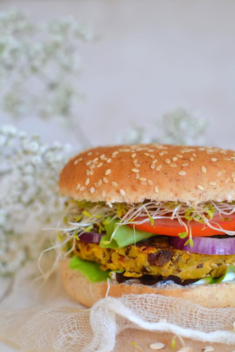 recette de burger v g tarien aux galettes de flocons d 39 avoine et l gumes la recette facile. Black Bedroom Furniture Sets. Home Design Ideas