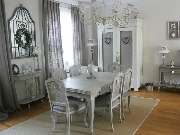Un espace repas au gris charmant for Salle a manger rustique chic