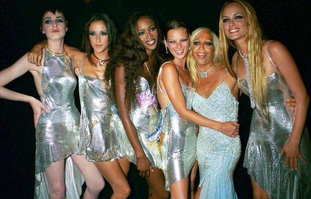 Naomi Campbell, Kate Moss, trois autres mannequins et Donatella Versace le 15juin 1999