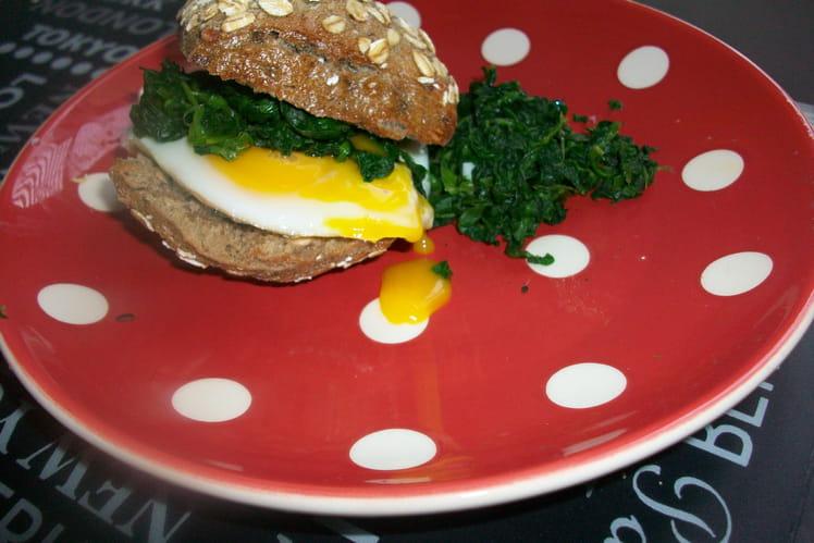 Sandwich-club oeuf, épinards