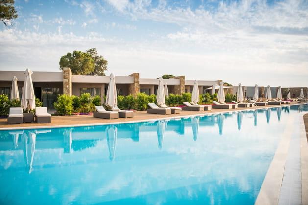 La piscine de l'hôtel Ikos Olivia