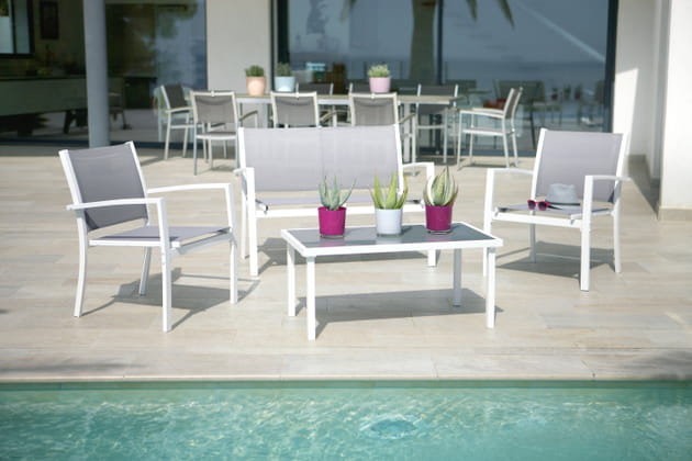salon de jardin eleganza chez les magasins u. Black Bedroom Furniture Sets. Home Design Ideas
