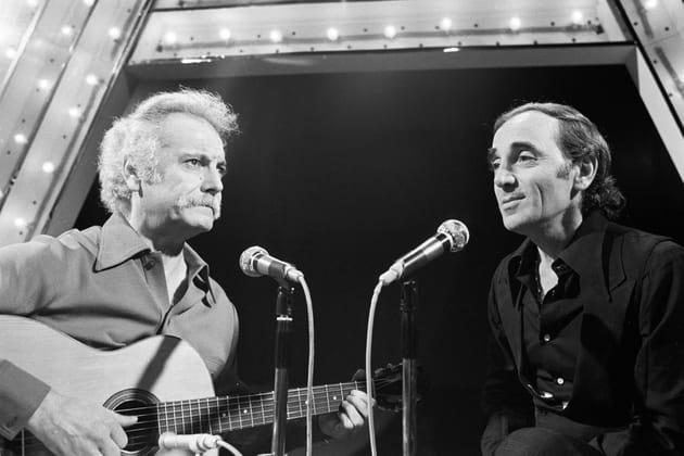 Georges Brassens et Charles Aznavour chantent à la télévision