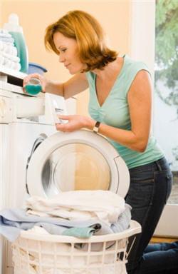 vous pouvez laver ses affaires dans la machine familiale.