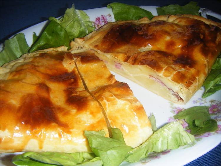 recette de feuillet en chausson au fromage raclette et jambon la recette facile. Black Bedroom Furniture Sets. Home Design Ideas