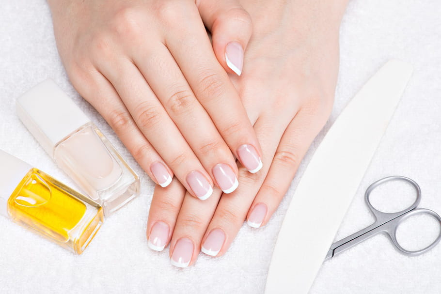 Comment poser les faux ongles soi-même?
