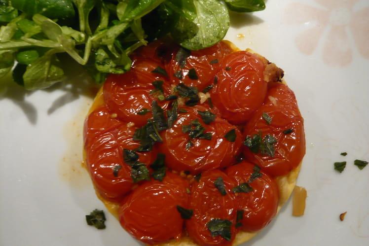 Tatin de tomates cerises, ail et basilic