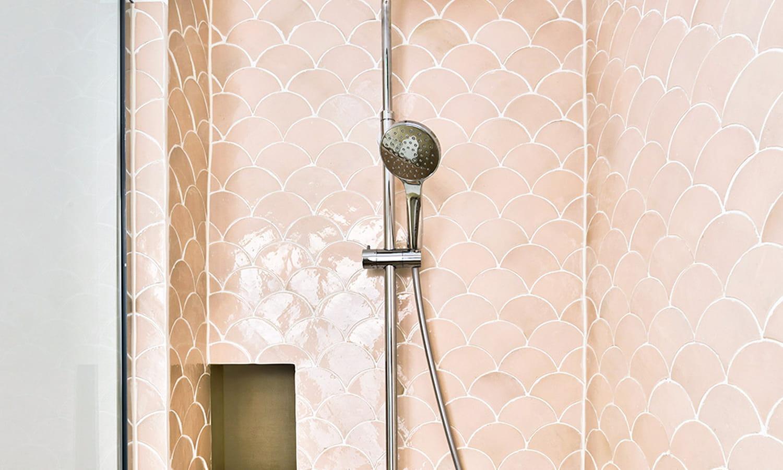 Carrelage écaille de poisson: de la salle de bains à la cuisine, du sol au plafond