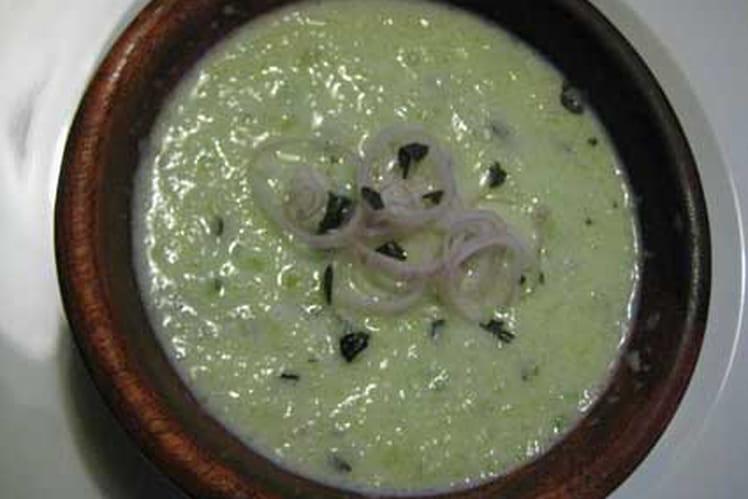 Velouté de concombre au basilic